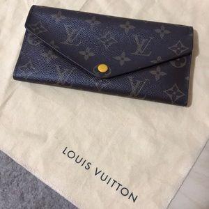 Authentic long wallet